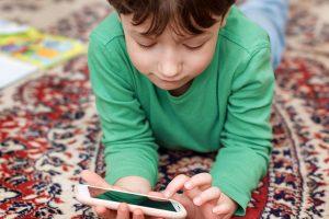 影響大! 子どもにスマホを使わせる時の注意点