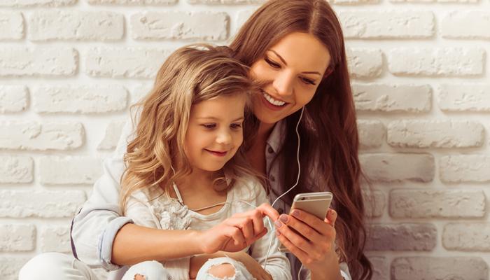 保護者の方が子どもにスマホやタブレットを使わせる時の注意点